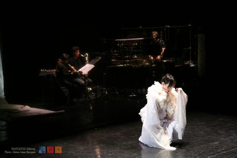 8 Ryoko-Aoki-et-Hanatsu-Miroir copy.jpg